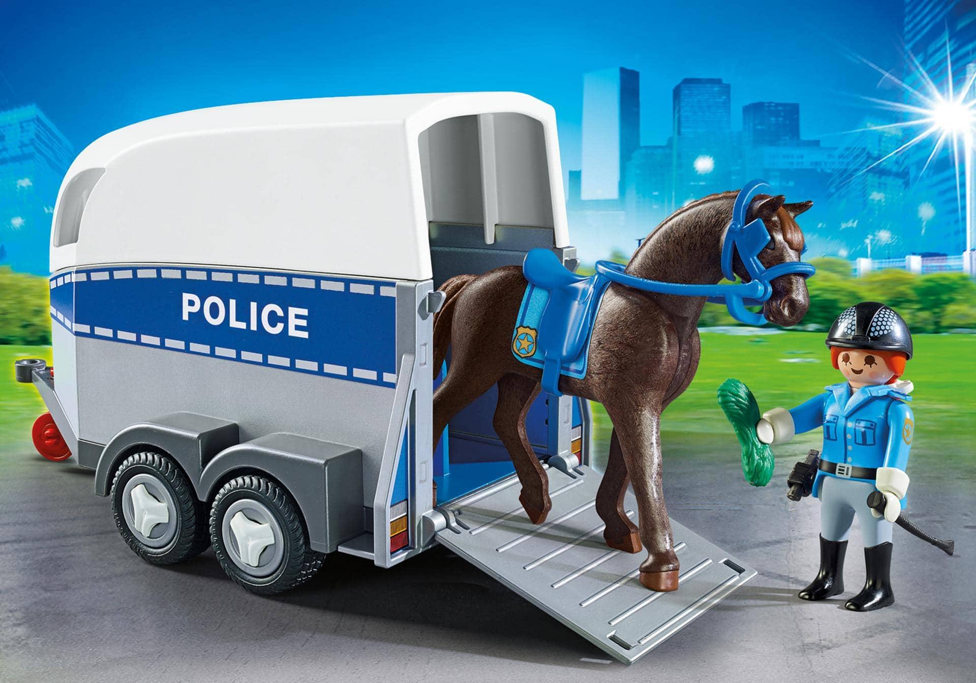 Policière avec remorque et cheval 6922