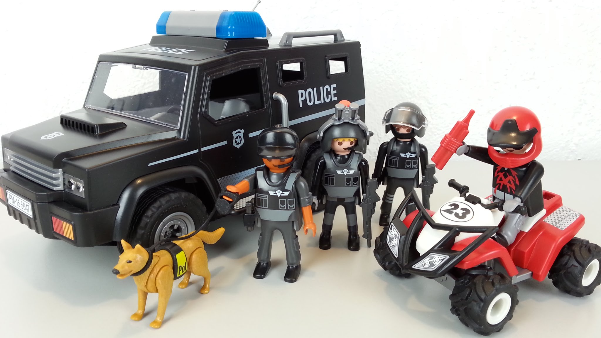 Fourgon de police forces spéciales Playmobil 5647 photo Youtube Seratus 1 unboxing