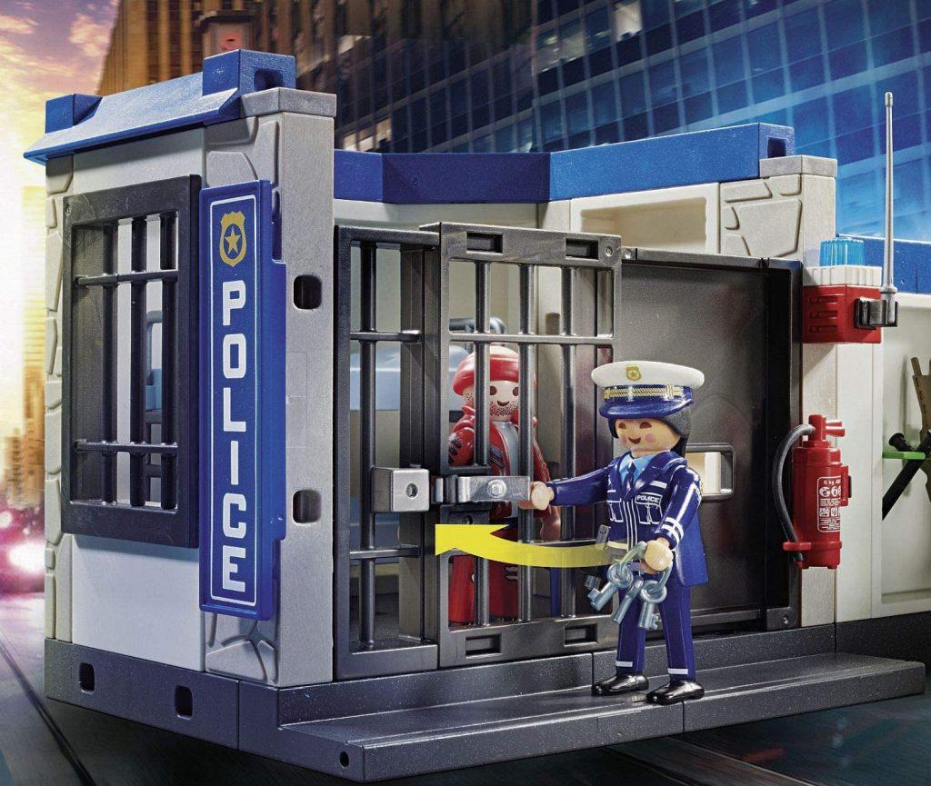 Poste de police avec policiers et cambrioleur Playmobil 70568